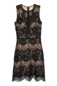 Czarna krótka sukienka koronkowa 299 zł. Materiały prasowe H&M
