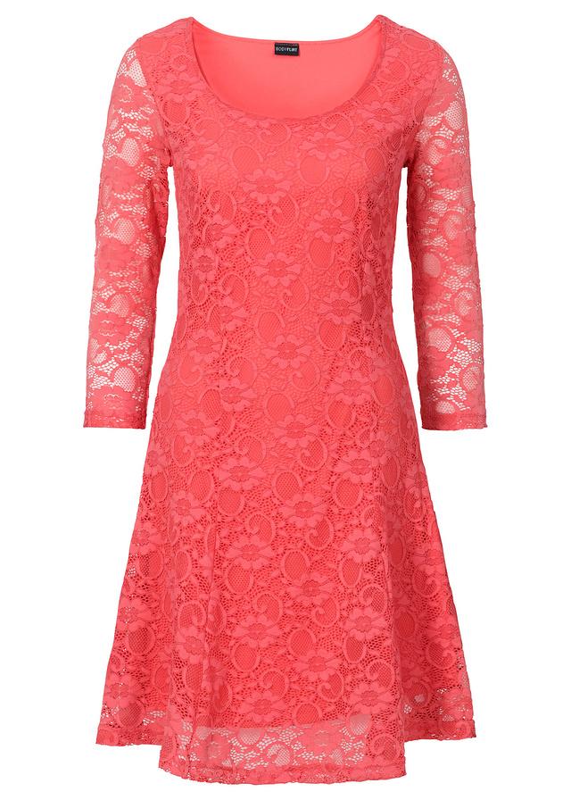Koralowa sukienka koronkowa 149,99 zł. Materiały prasowe Bonprix