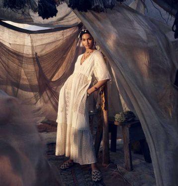 Sukienka ażurowa kość słoniowa - Zara kolekcja wiosna-lato 2019