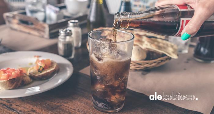 Zimne gazowane napoje to najgorszy pomysł na jaki możesz wpaść przy bólu i infekcji gardła czy chrypce