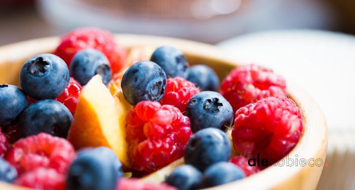 Ostre, kwaśne czy słodkie smaki dodatkowo podrażniają śluzówkę