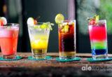 Kolorowe drinki, które zachwycą Twoich gości. Sprawdź nasze sprawdzone przepisy