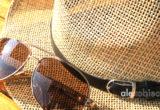 Słomkowe kapelusze - modne nakrycia głowy na lato