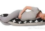 Na którym boku spać w ciąży? Najlepsze pozycje do spania dla przyszłej mamy